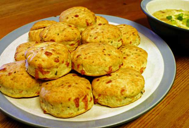 corn-chowder-and-biscuits-3